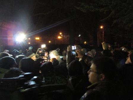 Толпа гнала Петра Порошенко три квартала в Симферополе